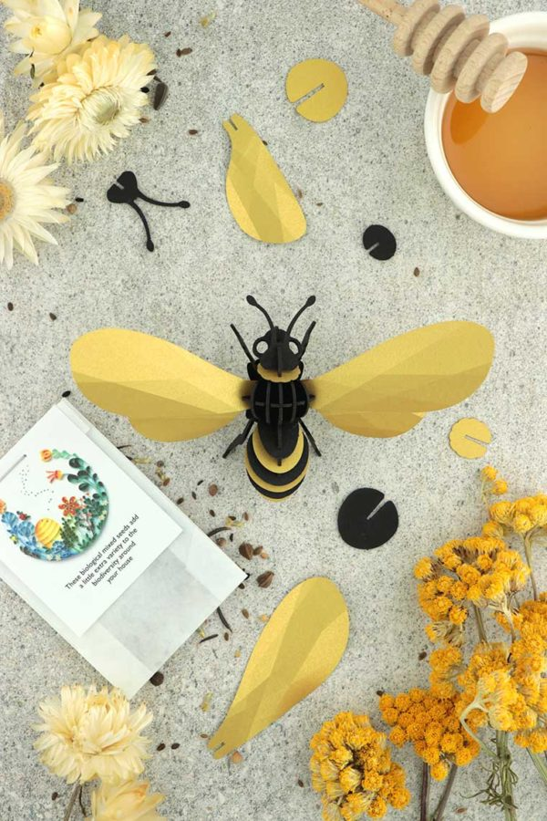 Assembli 3d paper insect honey bee gold