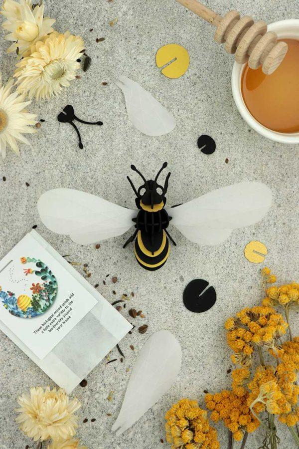 Assembli 3d paper insect honey bee transparent