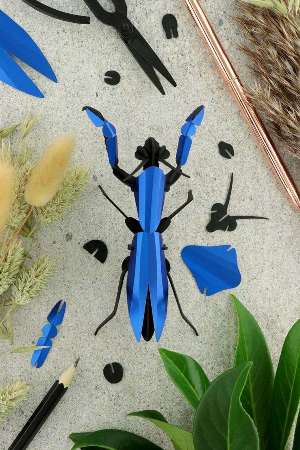 Assembli 3d paper insect praying mantis blue